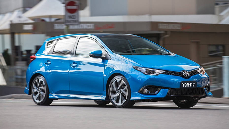 corolla-hatch-zr-side